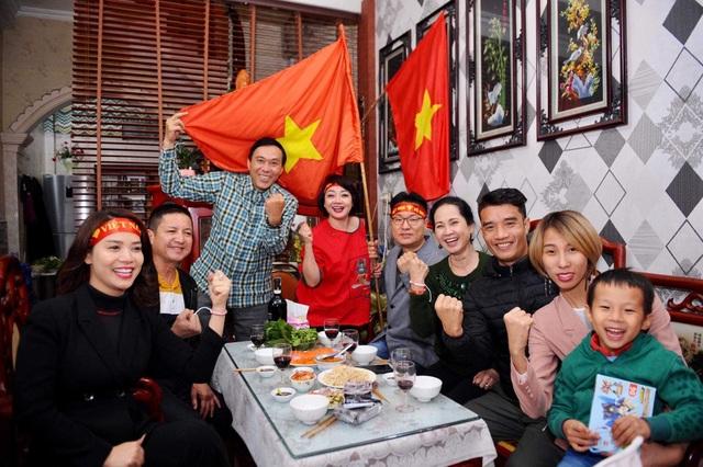 Nghệ sĩ Việt vỡ oà, nghẹn ngào khi U22 Việt Nam đoạt HCV SEA Games  - 4