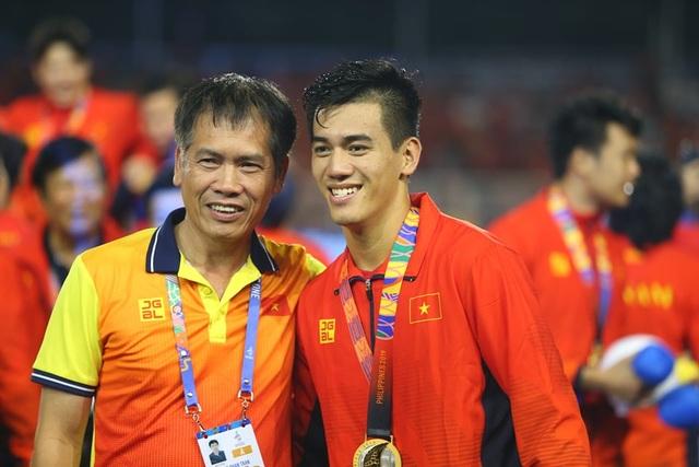 [ẢNH] Cảm xúc hạnh phúc của cầu thủ U22 Việt Nam trong chiến thắng lịch sử tại SEA Games - 30