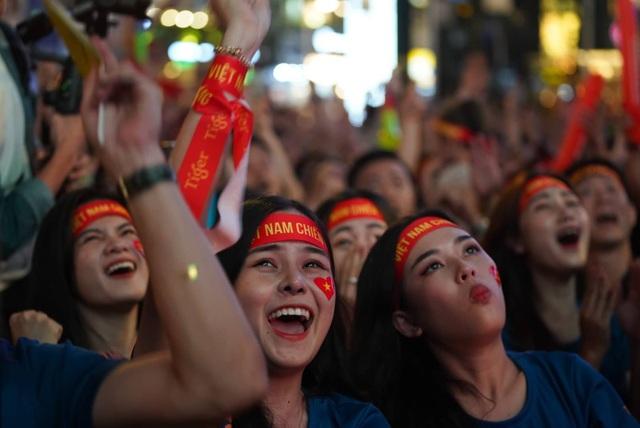 Vỡ òa với 3 bàn thắng của Văn Hậu, Hùng Dũng - 2