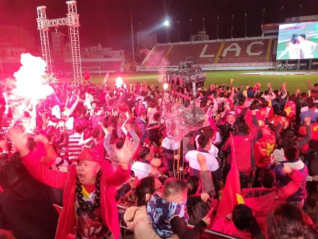 Vỡ òa với 3 bàn thắng của Văn Hậu, Hùng Dũng - 7