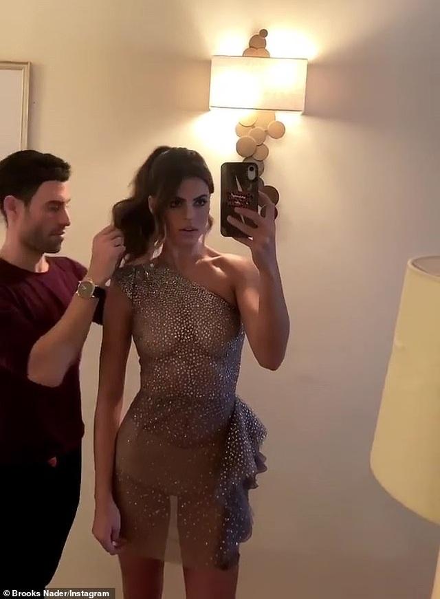Người mẫu áo tắm Brooks Nader diện váy xuyên thấu táo bạo - 3