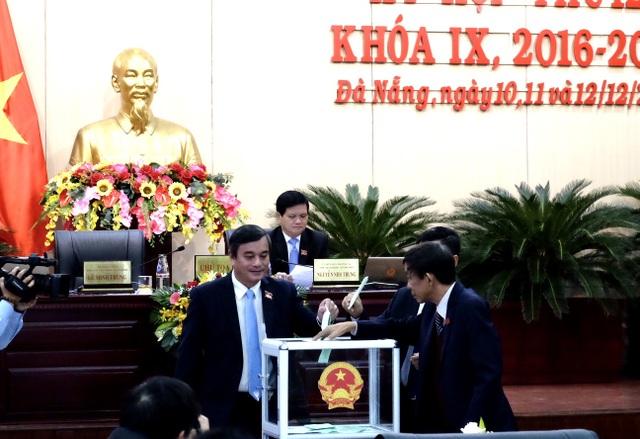 Đà Nẵng bỏ phiếu bầu 4 tân Ủy viên UBND thành phố - 2