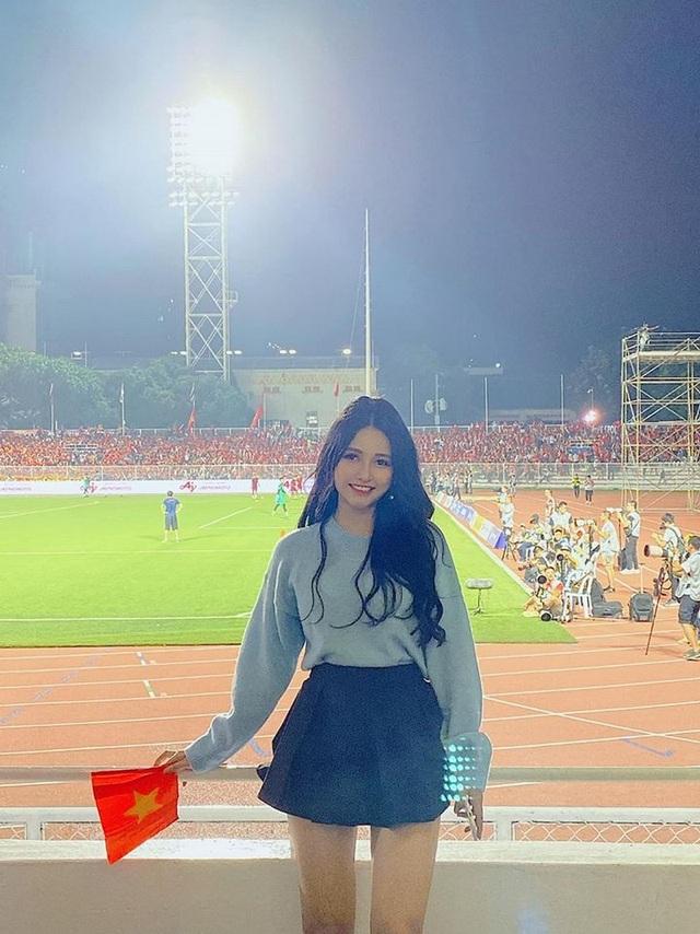 Nữ CĐV xinh đẹp được tìm kiếm sau chung kết bóng đá nam SEA Games 30 - 3