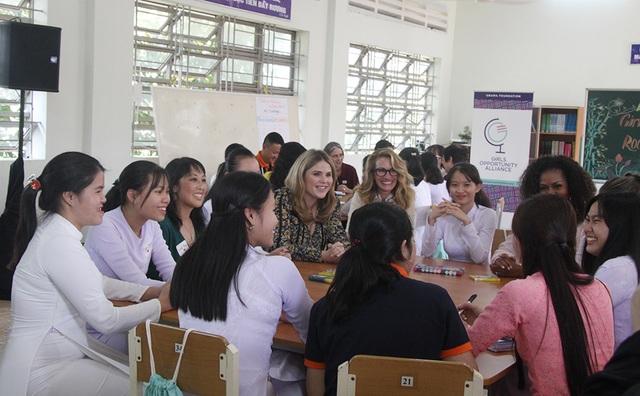 Người đàn bà đẹp Julia Roberts đến Việt Nam cùng bà Michelle Obama - 2