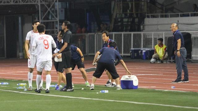 Khoảnh khắc HLV Park Hang Seo bị thẻ đỏ do phản ứng trọng tài - 14