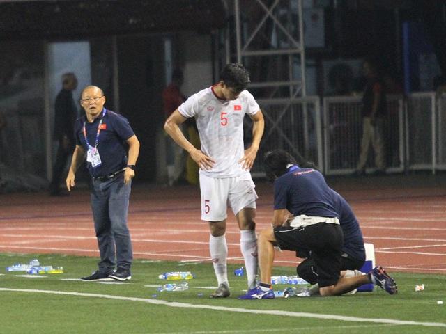 Khoảnh khắc HLV Park Hang Seo bị thẻ đỏ do phản ứng trọng tài - 18