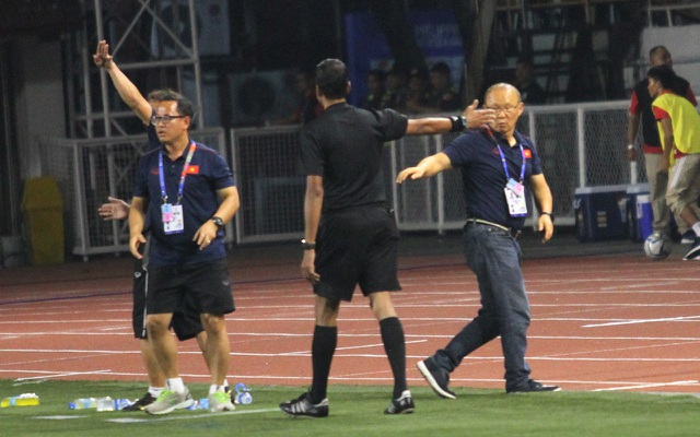 Khoảnh khắc HLV Park Hang Seo bị thẻ đỏ do phản ứng trọng tài - 7