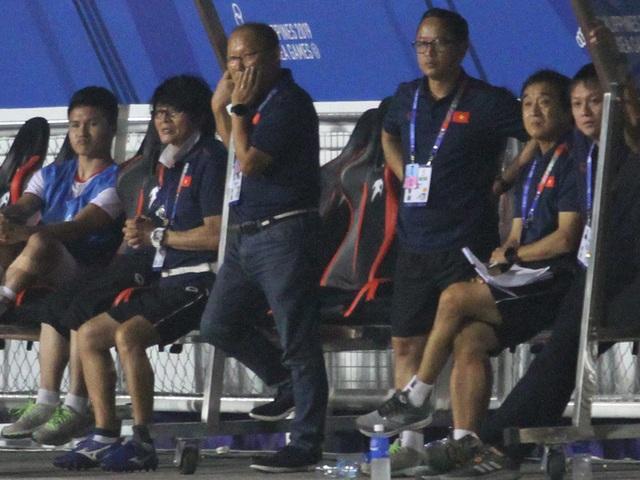 Khoảnh khắc HLV Park Hang Seo bị thẻ đỏ do phản ứng trọng tài - 9