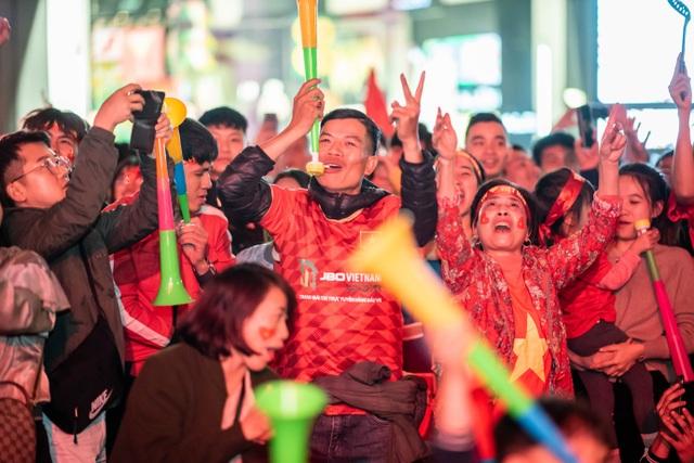 Tối nay, Hà Nội mở đại tiệc bóng đá trước nhà hát lớn, chờ U22 bất bại rinh vàng lịch sử! - 2