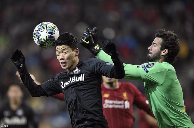 Ghi 2 bàn trong 2 phút, Liverpool giành vé vào knock-out Champions League - 6