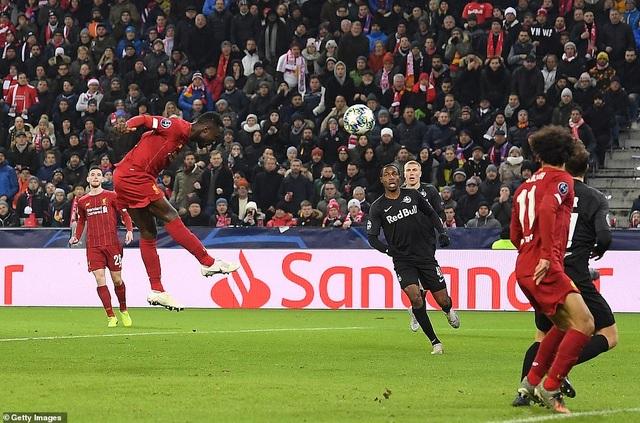 Ghi 2 bàn trong 2 phút, Liverpool giành vé vào knock-out Champions League - 2