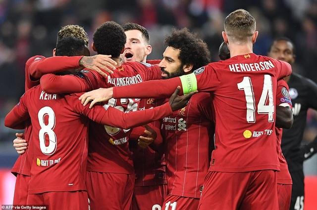 Ghi 2 bàn trong 2 phút, Liverpool giành vé vào knock-out Champions League - 1
