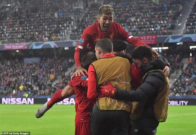Ghi 2 bàn trong 2 phút, Liverpool giành vé vào knock-out Champions League - 5