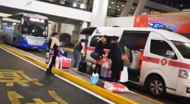 Quan chức Trung Quốc bị sa thải vì điều xe cứu thương đón vợ con - 1