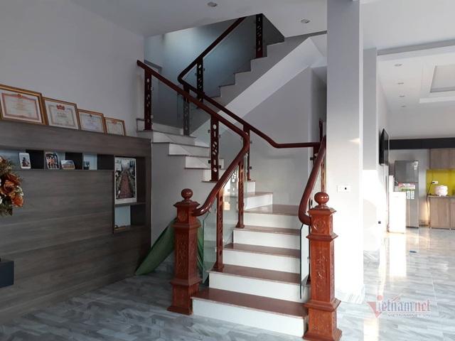 Biệt thự 3 tầng nổi bật giữa vùng núi của gia đình Hà Đức Chinh - 6