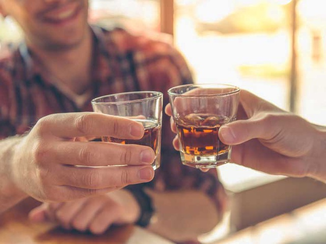 Chỉ uống một lượng nhỏ bia rượu mỗi ngày cũng đủ làm tăng nguy cơ mắc ung thư - 1
