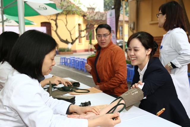 Bệnh viện Việt Đức: Cần 200 người hiến máu mỗi ngày mới đủ cho điều trị - 4