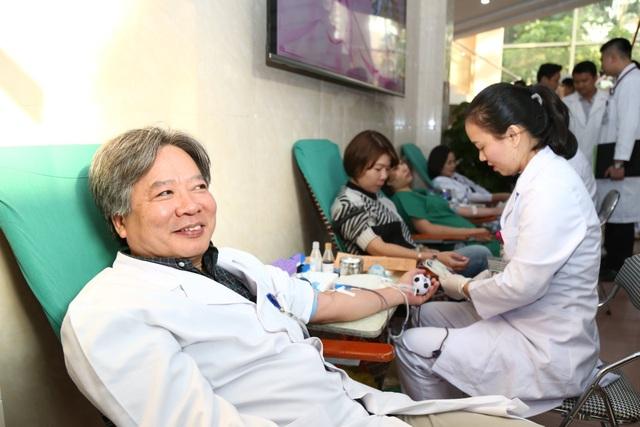 Bệnh viện Việt Đức: Cần 200 người hiến máu mỗi ngày mới đủ cho điều trị - 1