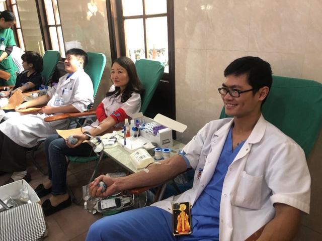 Bệnh viện Việt Đức: Cần 200 người hiến máu mỗi ngày mới đủ cho điều trị - 3