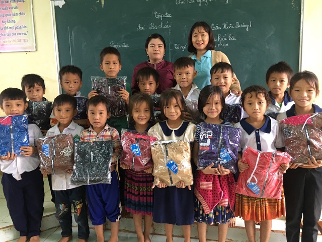 Cô giáo trẻ trăn trở vì học trò nghèo vẫn chưa có áo ấm mùa đông - 4