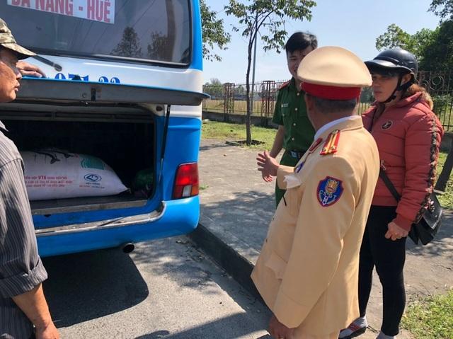 Phát hiện xe chở cả tạ mỡ không rõ nguồn gốc ở Đà Nẵng - 1
