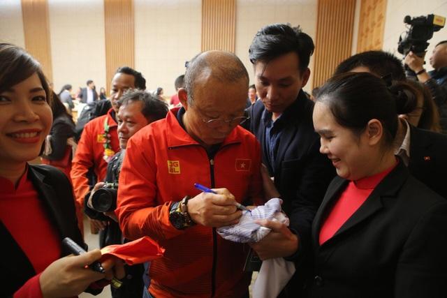 Thủ tướng: Sau các cầu thủ là cả dân tộc, là bản lĩnh, khát vọng Việt Nam - 10