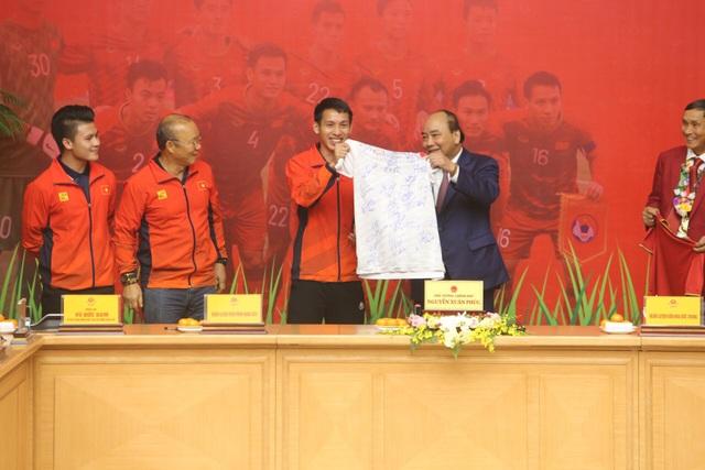 Thủ tướng: Sau các cầu thủ là cả dân tộc, là bản lĩnh, khát vọng Việt Nam - 9