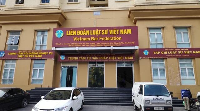 Giả mạo đại diện của Liên đoàn Luật sư Việt Nam ép mua sách - 1