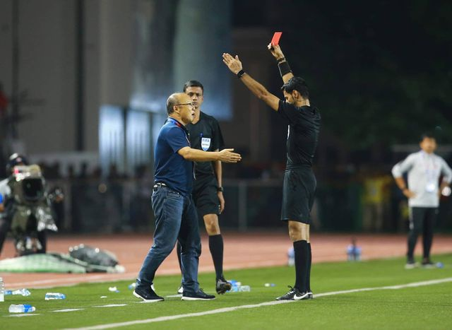 Ngoài thầy Park, các đội tuyển Việt Nam chưa ai nhận thẻ đỏ suốt 2 năm qua - 1
