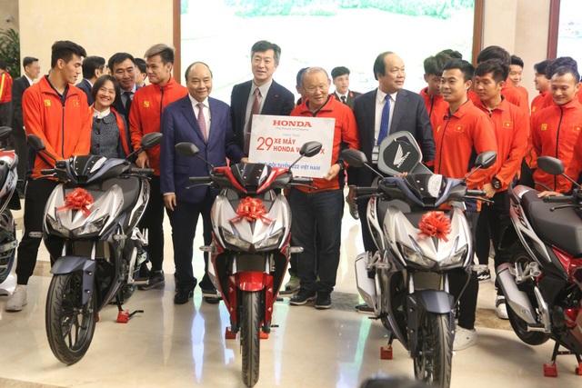 Thủ tướng: Sau các cầu thủ là cả dân tộc, là bản lĩnh, khát vọng Việt Nam - 21