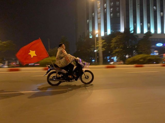 Những hình ảnh ăn mừng bá đạo sau chiến tích của U22 Việt Nam - 4