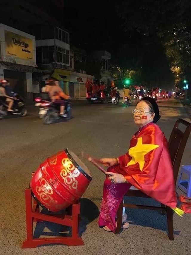 Những hình ảnh ăn mừng bá đạo sau chiến tích của U22 Việt Nam - 7