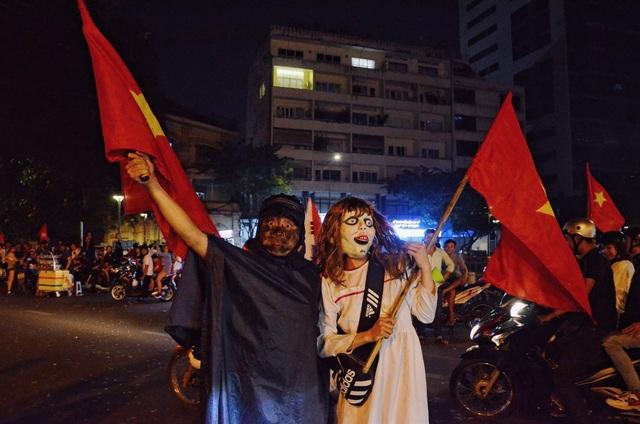 Những hình ảnh ăn mừng bá đạo sau chiến tích của U22 Việt Nam - 8