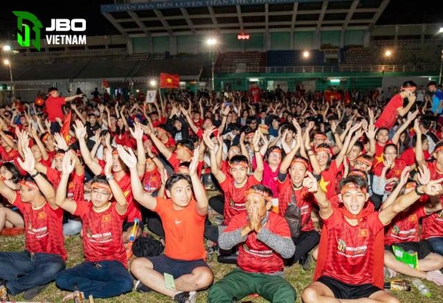 Việt Nam vô địch Sea Games: Người hâm mộ tại sân Hoa Lư và toàn Việt Nam ăn mừng lịch sử! - 3