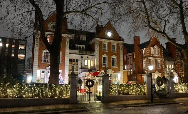Sao trang hoàng nhà cửa lộng lẫy đón Giáng sinh - 1
