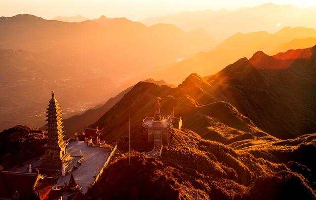 """Vẻ đẹp của """"đỉnh núi bạc"""" Fansipan trong mùa đông - 1"""