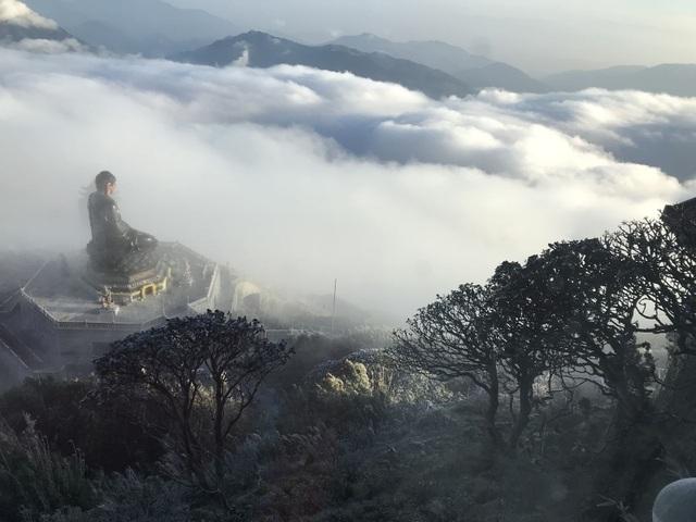 """Vẻ đẹp của """"đỉnh núi bạc"""" Fansipan trong mùa đông - 4"""