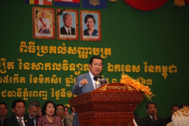 Thủ tướng Hun Sen lên tiếng bảo vệ cầu thủ bóng đá Campuchia gốc Việt - 1