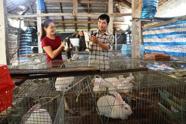 Quảng Ngãi: Rời việc Nhà nước, chàng trai 32 tuổi khởi nghiệp từ măng tây và nuôi thỏ - 2