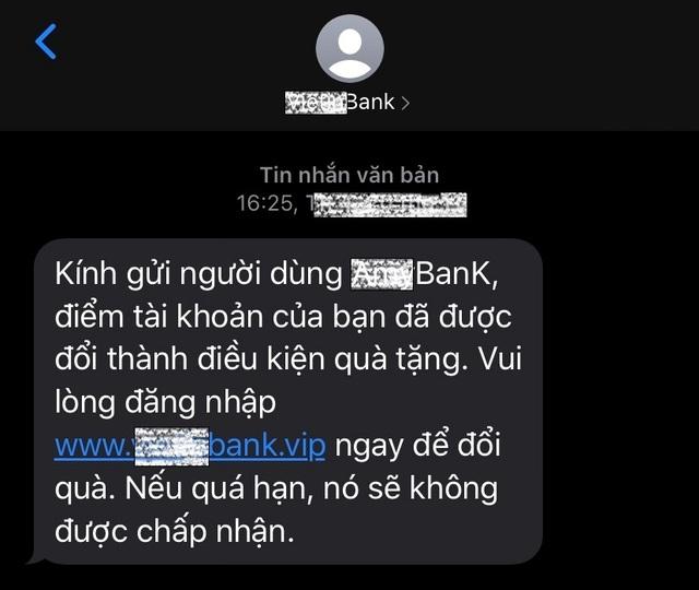 Bộ Công an cảnh báo thủ đoạn giả danh tin nhắn của ngân hàng để lừa đảo - 2