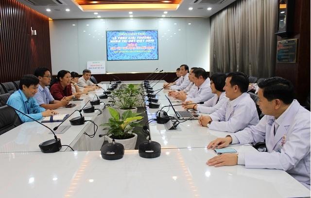 Bệnh viện Chợ Rẫy tặng từ thiện toàn bộ phần thưởng Nhân tài Đất Việt - 1