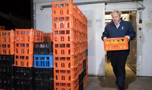 Thủ tướng Anh đi giao sữa trước bầu cử - 1