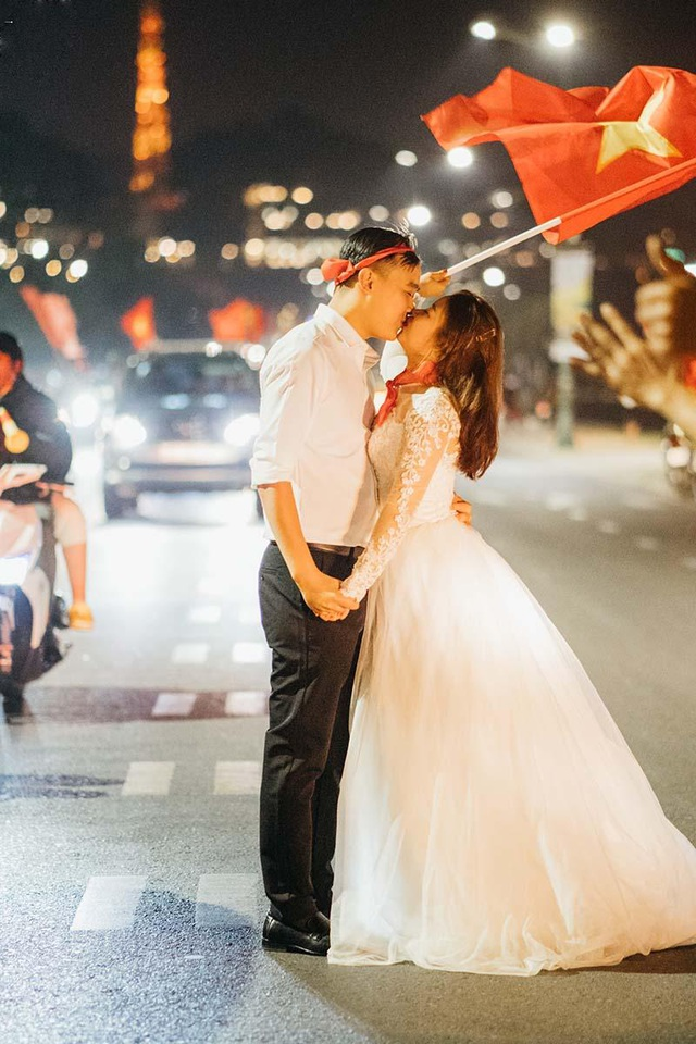 """Cặp đôi chụp ảnh cưới """"đi bão"""" ở Đà Lạt mừng U22 Việt Nam chiến thắng - 7"""