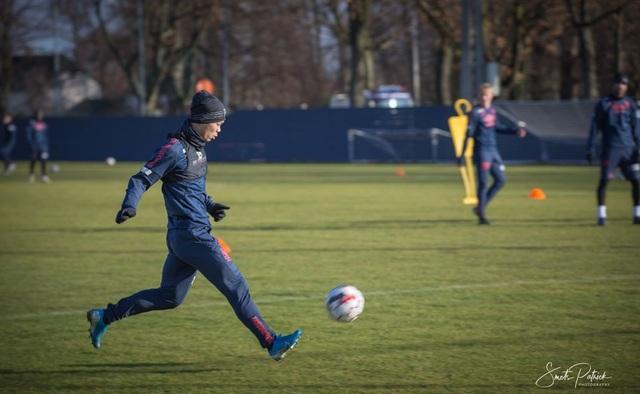 Công Phượng miệt mài tập luyện chờ ngày được ra sân ở Sint Truidense - 1