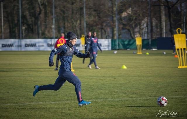 Công Phượng miệt mài tập luyện chờ ngày được ra sân ở Sint Truidense - 5