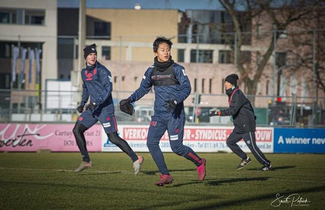 Công Phượng miệt mài tập luyện chờ ngày được ra sân ở Sint Truidense - 3