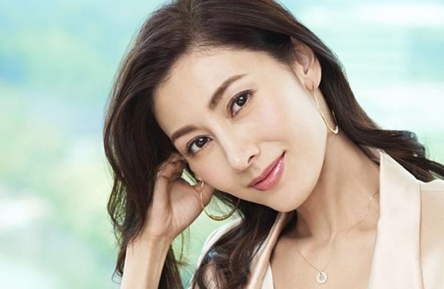 """Từng bị chỉ trích là """"tiểu tam"""", """"Hoa hậu đẹp nhất Hồng Kông"""" giờ viên mãn bên chồng con - 10"""