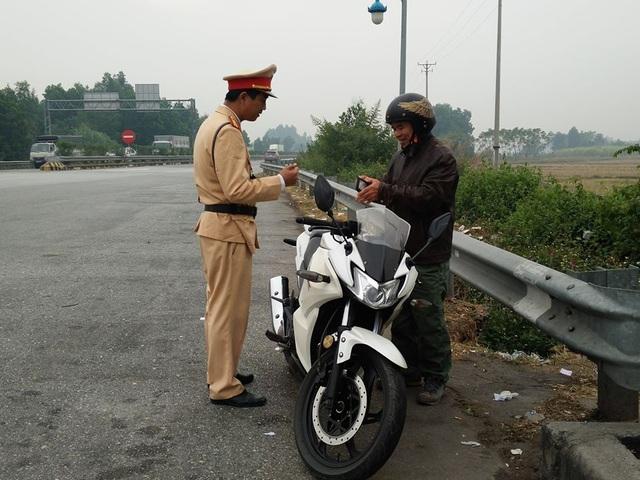 Cảnh sát triển khai máy thử ma túy mới trên các tuyến cao tốc, quốc lộ - 4