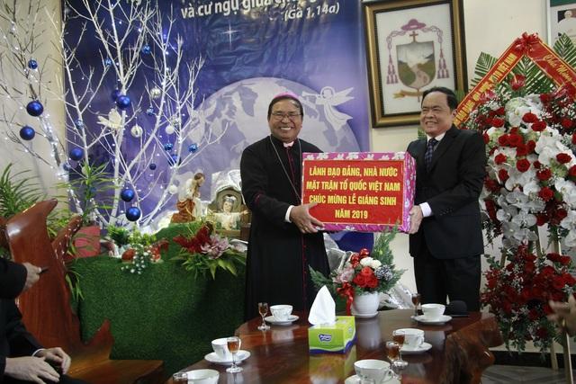 Chủ tịch MTTQ Việt Nam chúc mừng Giáng sinh Giáo phận Ban Mê Thuột - 2