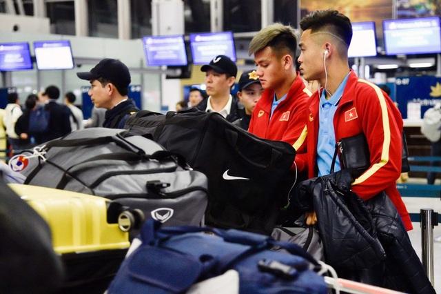 U23 Việt Nam tới Hàn Quốc, HLV Park Hang Seo gây sốt với giới truyền thông - 10